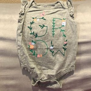 Girls onesie with GROW lettering
